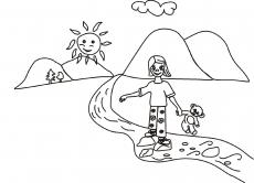 Dziewczynka przechodzi przez strumyk z misiem