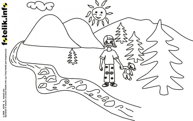 Dziewczynka spacerująca z misiem
