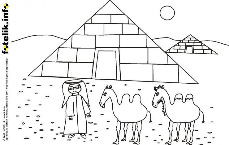 Mały Ali i wielbłądy przed piramidą
